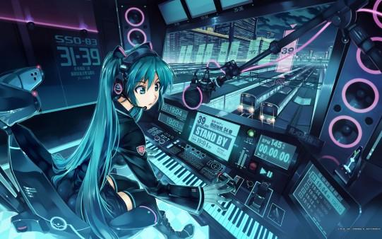 Chica Anime con Piano en Estación de Tren