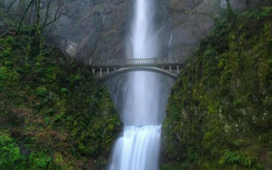 Fondo de Escritorio Puente sobre cascada
